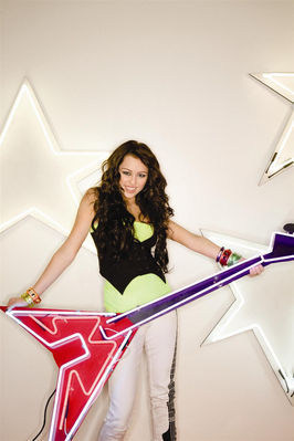 http://images2.fanpop.com/images/photos/7200000/Breakout-pic-miley-cyrus-7282956-266-399.jpg