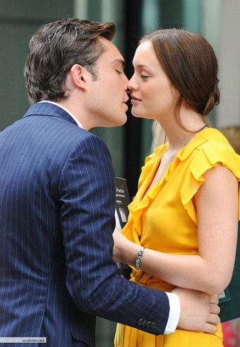 Blair & Chuck wallpaper probably with an outerwear and a leisure wear titled Chuck & Blair