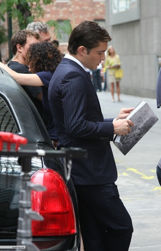 Ed on set of GG (07/22)