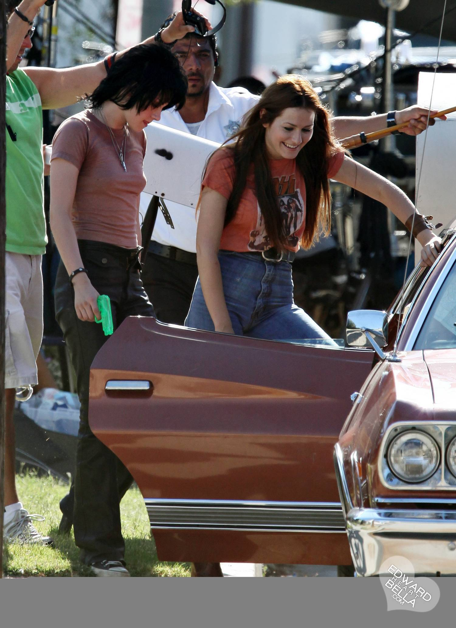 Kristen Stewart on the set of The Runaways 22/07 - twilight-series photo