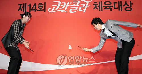 Badminton wallpaper probably with a well dressed person titled Lee Yong Dae
