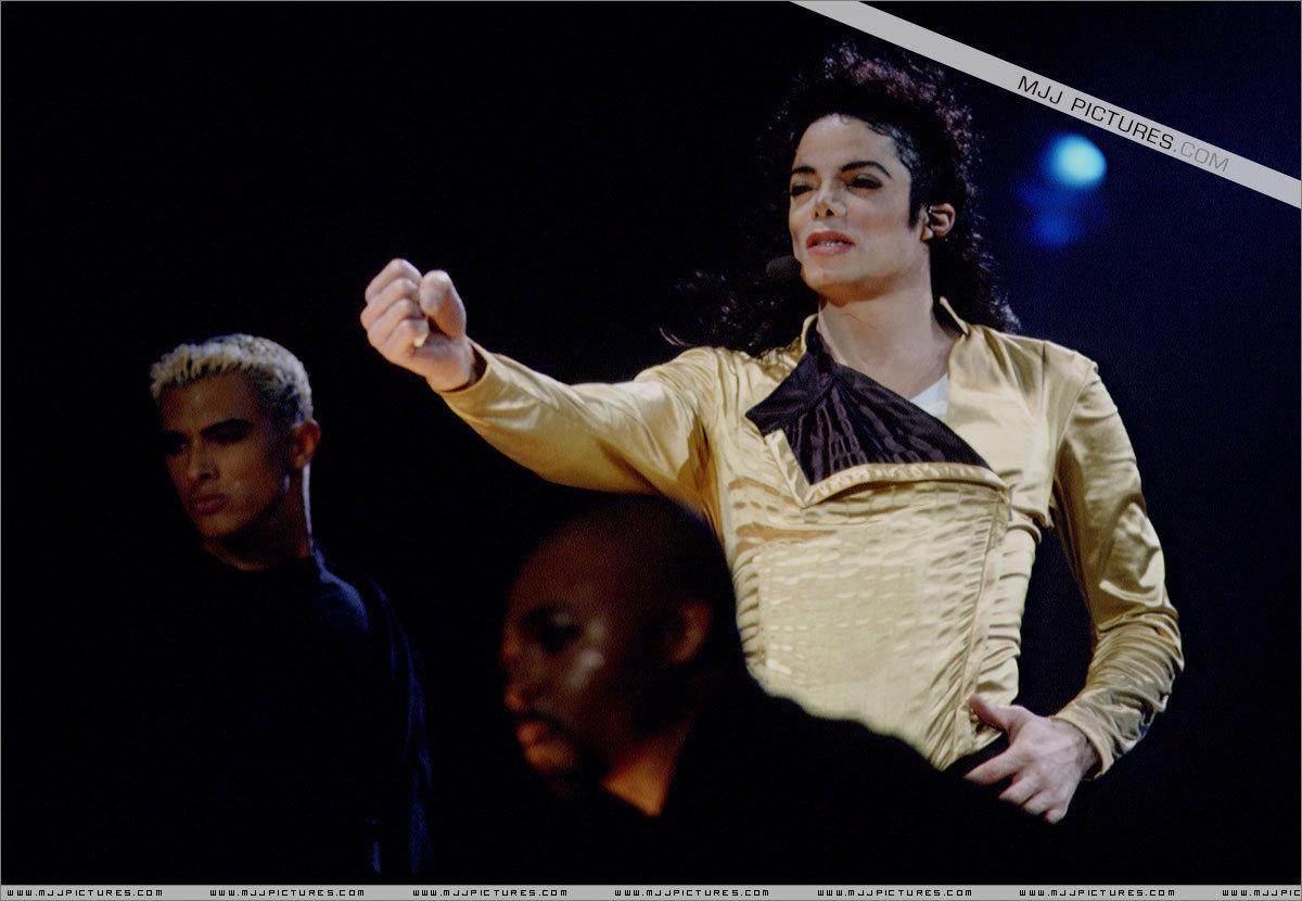 MJ (Dangerous Tour)