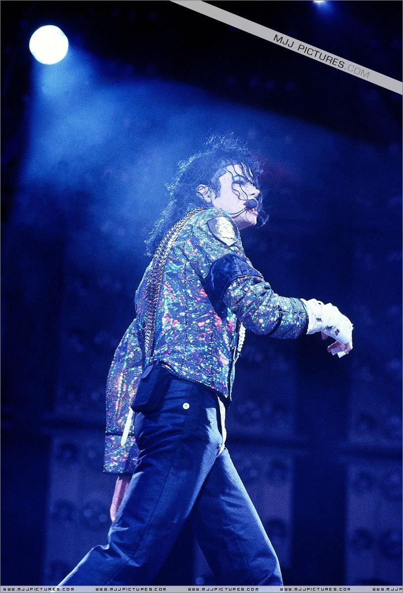 http://images2.fanpop.com/images/photos/7200000/MJ-Dangerous-Tour-michael-jackson-7218151-815-1200.jpg