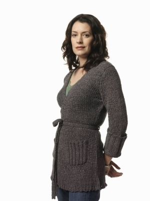 Criminal Minds Girls 壁紙 possibly containing a pullover entitled Paget Brewster