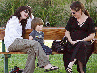 Shannen with hulst, holly and Holly's 2 yr old Finley in Malibu Fri 25th August 2006
