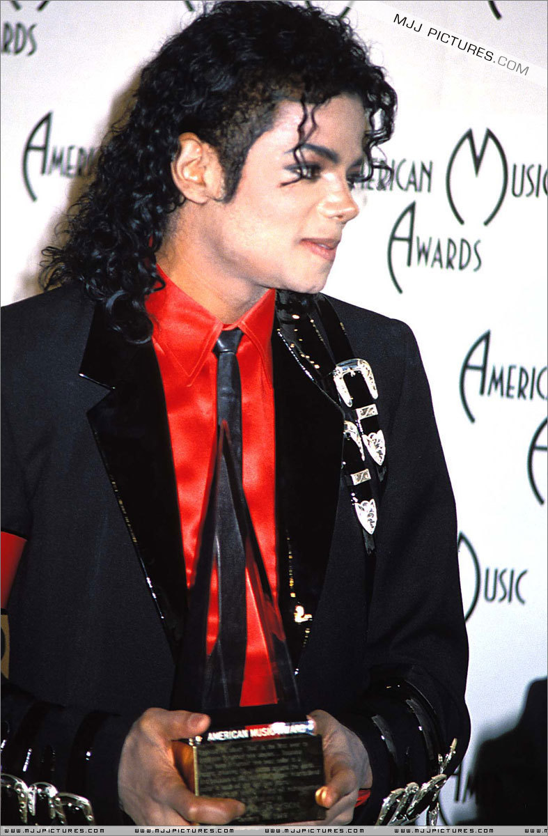 The 16th American Music Awards Jan 30 1989  The-16th-American-Music-Awards-michael-jackson-7232674-787-1200