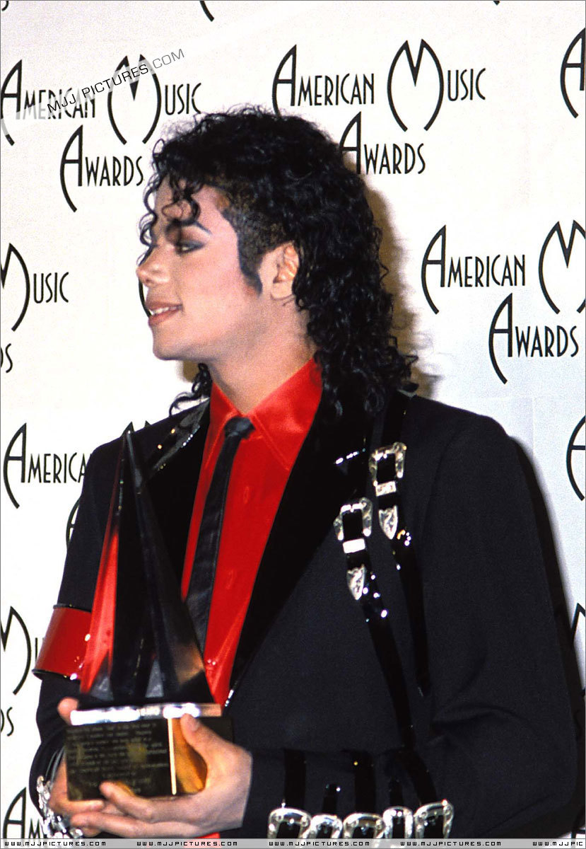 The 16th American Music Awards Jan 30 1989  The-16th-American-Music-Awards-michael-jackson-7232715-829-1200