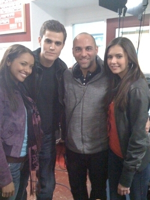 http://images2.fanpop.com/images/photos/7200000/The-Vampire-Diaries-the-vampire-diaries-7214721-300-400.jpg