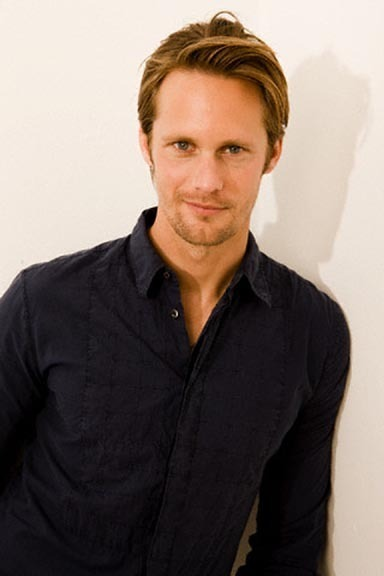 Photos d'Alexander Skarsgard The-grin-alexander-skarsgard-7276770-384-576