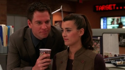 Tiva fondo de pantalla containing a business suit titled Tony and Ziva