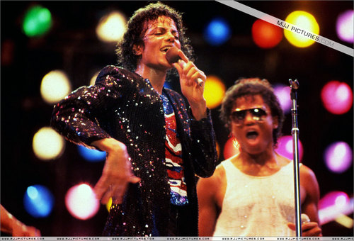 Victory Tour > On Stage