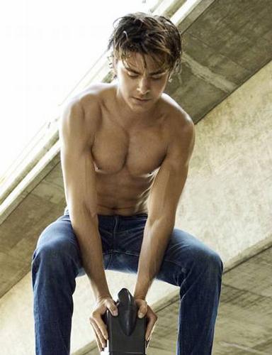Zac Efron hot