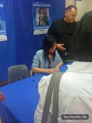abulm signing at walmart
