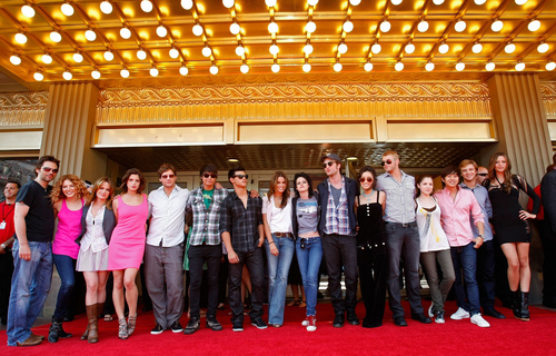 and the Greatest pic of the Tag (my favorite) =) the whole cast together awesome HQ