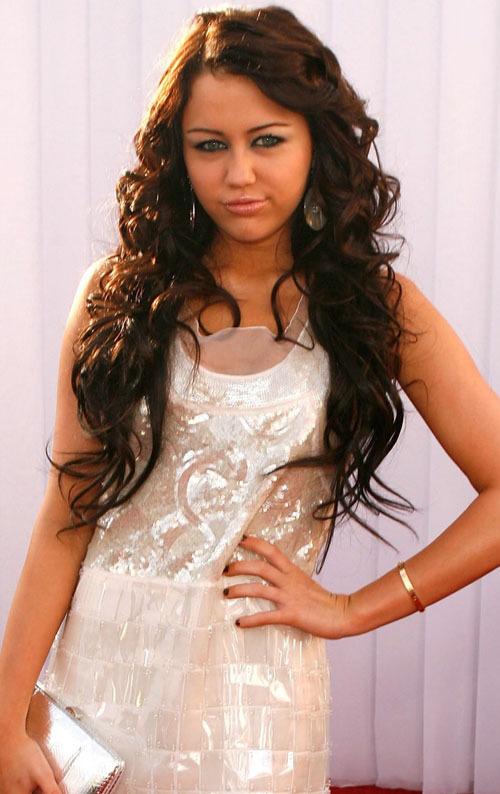 PICS Topless Disney Stars: Selena Gomez, Miley Cyrus