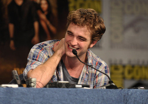 robert pattinson HQ comic con =)