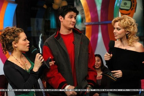 1.25.2005: The Cast of 'One arbre Hill' takes over TRL <3