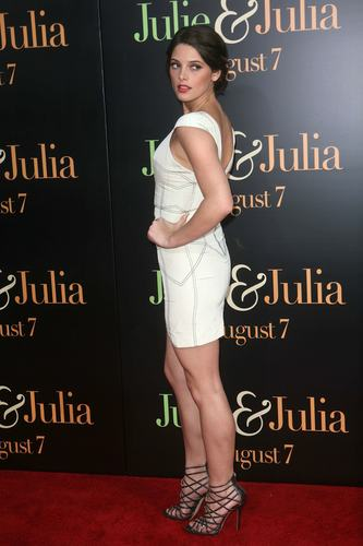 Ashley @ Julie & Julia movie premiere