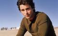 Christian Bale on the пляж, пляжный [1920x1200]