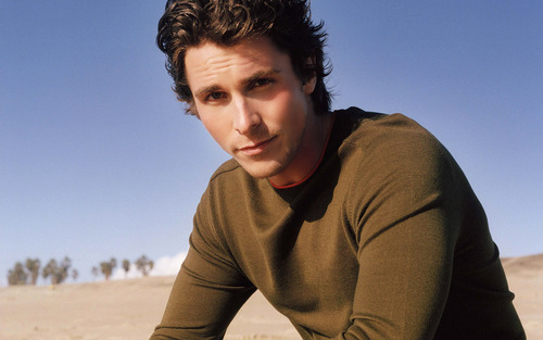 Christian Bale on the pantai [1920x1200]