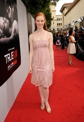 Deborah Ann Woll wallpaper containing a bridesmaid titled Deborah