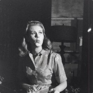 Elizabeth On Bewitched Set