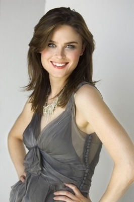 Emily Deschanel wallpaper possibly containing a cocktail dress, a strapless, and a dinner dress titled Emily Deschanel Photoshoot