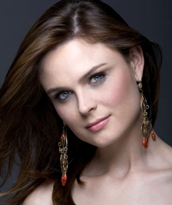 Emily Deschanel wallpaper containing a portrait titled Emily Deschanel Photoshoots
