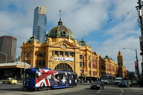 Flinders jalan with Australia Tram
