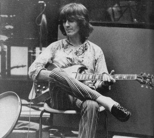 George Harrison violão, guitarra 10