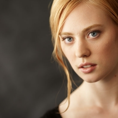 Deborah Ann Woll fond d'écran containing a portrait titled Headshots