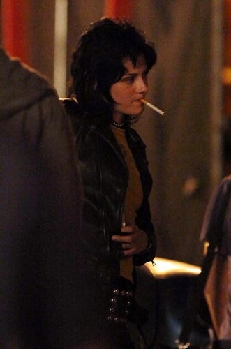 Kristen and her black leather jacket. Smoking 2? She looks good LOL.