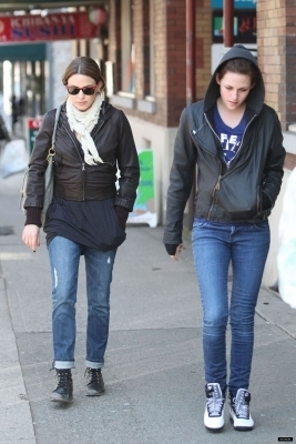 March 29 2009 - Out and about in Vacouver - nikki-reed-and-kristen-stewart photo