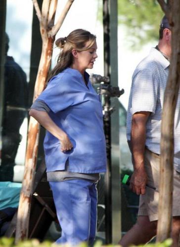 Mega-pregnant Ellen!