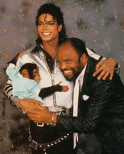 Michael with Những người bạn