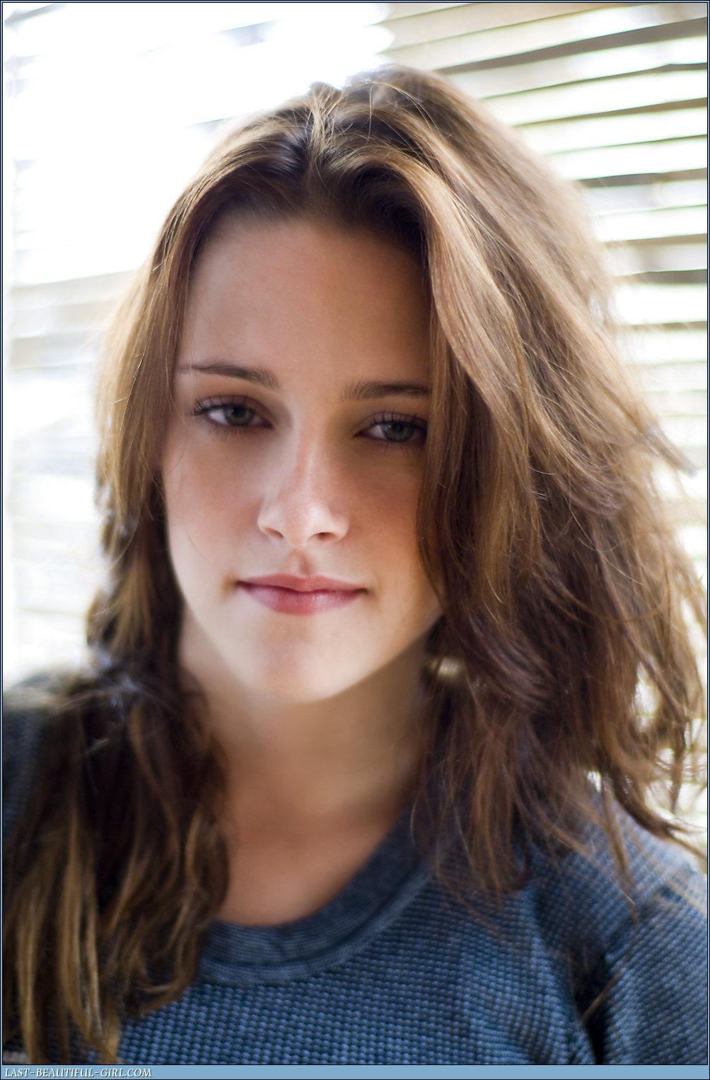 http://images2.fanpop.com/images/photos/7300000/More-Oldies-But-Goodies-kristen-stewart-7358026-1004-1526.jpg