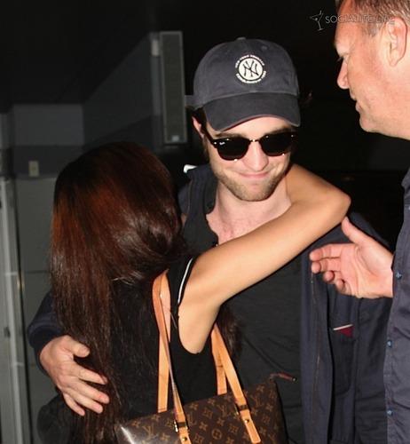 Rob and a fan HUGGED him! OMG! I am pretty jelous