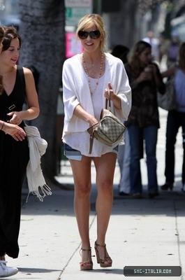 SMG shopping with Lindsay Sloane on Montana Avenue - July 24, 2009
