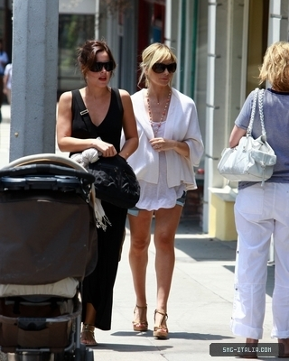 SMG shopping with Lindsay Sloane on Montana Avenue - July 24, 2009