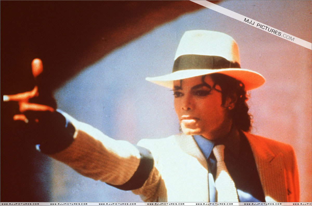 http://images2.fanpop.com/images/photos/7300000/Smooth-Criminal-michael-jackson-7301965-1200-793.jpg