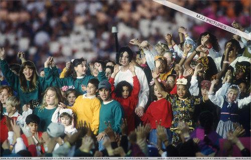 Super Bowl XXVII Halftime hiển thị