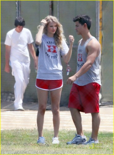 Taylor Lautner & Taylor Swift as a team :D