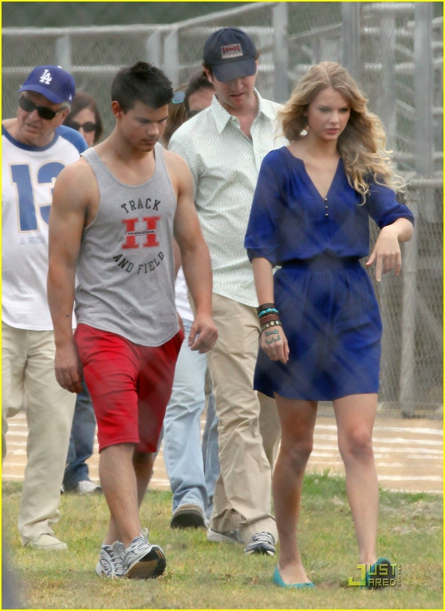 Teen Celebs Taylor Swift Lautner 10