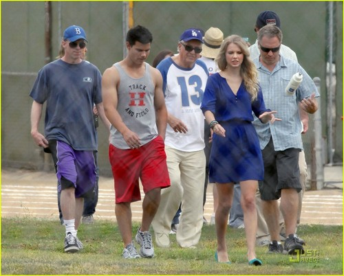 Taylor Lautner& Taylor সত্বর on the set