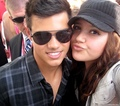 Taylor with a lucky fan at Comic Con - twilight-series photo