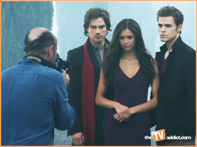 http://images2.fanpop.com/images/photos/7300000/Vampire-Diaries-the-vampire-diaries-7316295-385-288.jpg