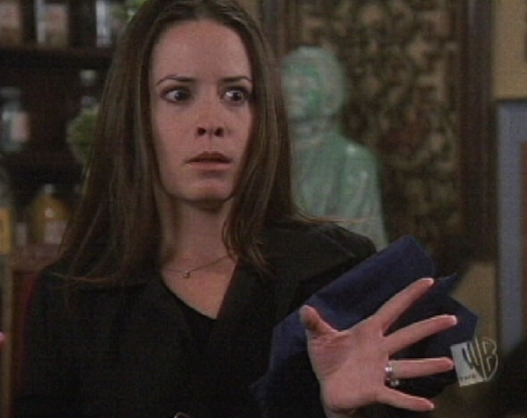 http://images2.fanpop.com/images/photos/7300000/piper-s-freezing-power-piper-halliwell-7311333-589-468.jpg