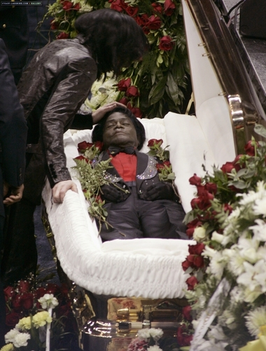 Michael Jackson Hintergrund probably with a bouquet called 2006 / Funeral of James Brown