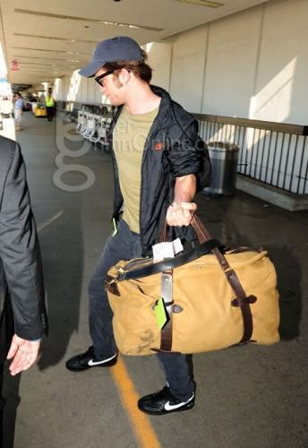 -Rob arrives in LA-