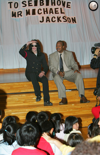 2006 / Michael Visits Tokyo Orphanage